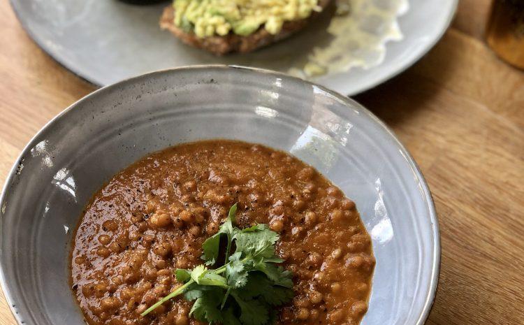 Lentils in Tomato, Coriander & Chilli Sauce